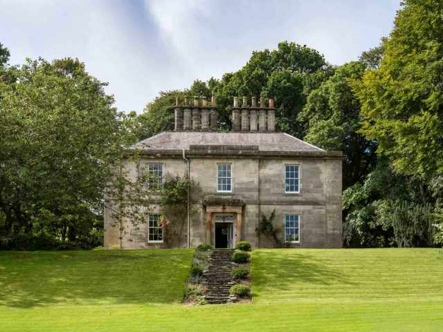 Impressive country house sleeping 16 adults and 2 children