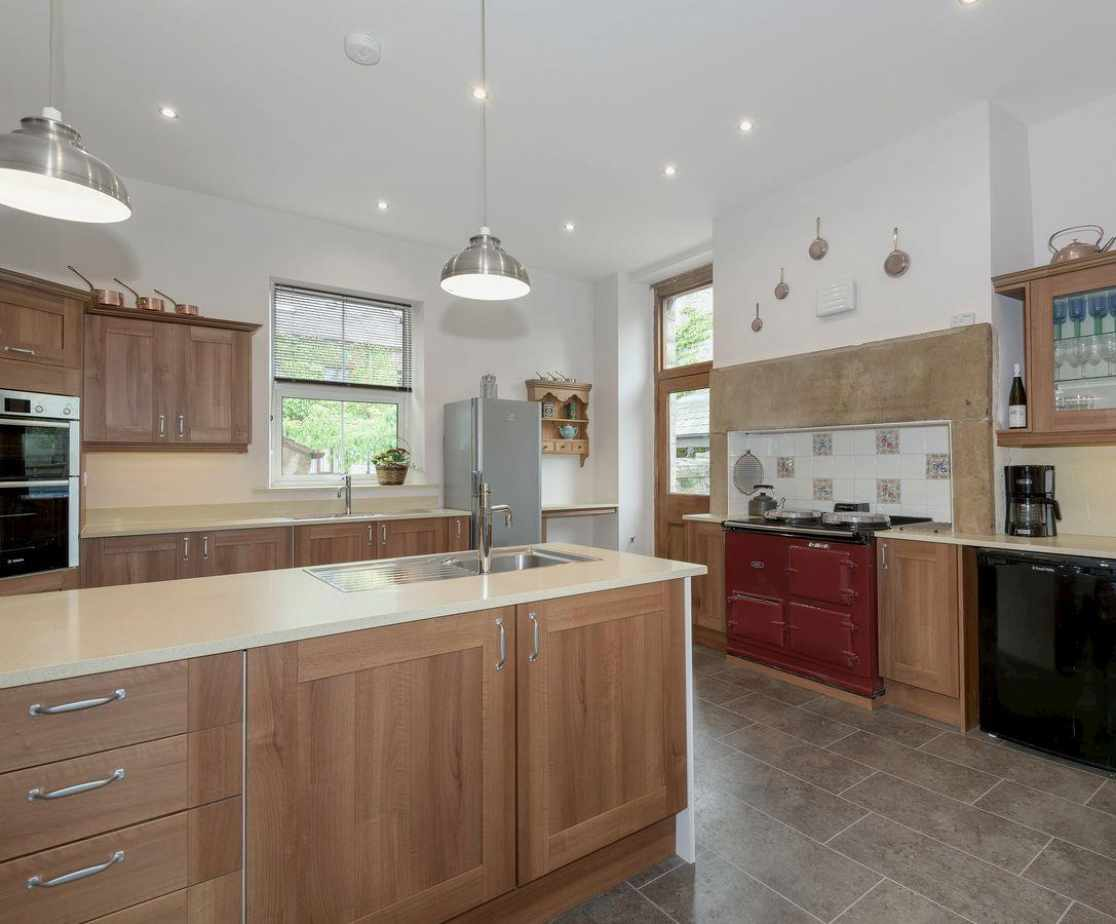 Spacious and well equipped kitchen with Aga